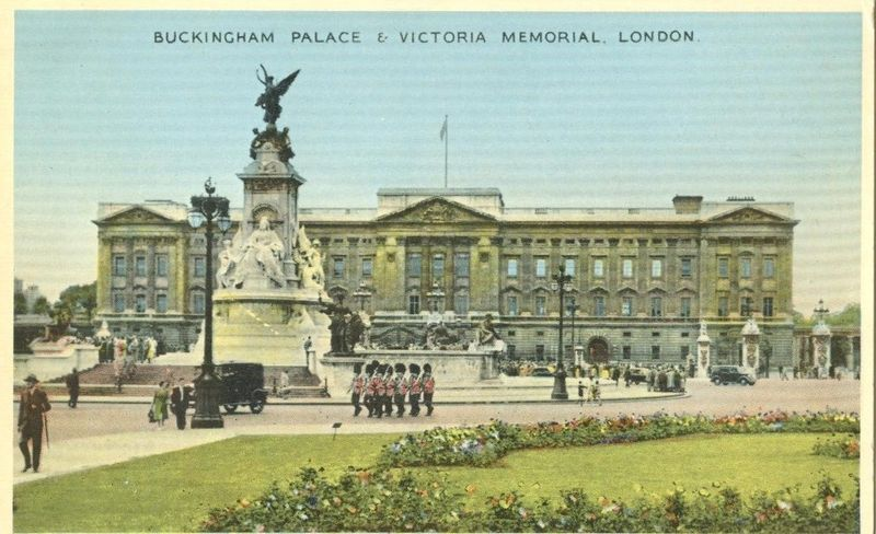 United Kingdom, Buckingham Palace & Victoria Memorial, London, 1930s used card