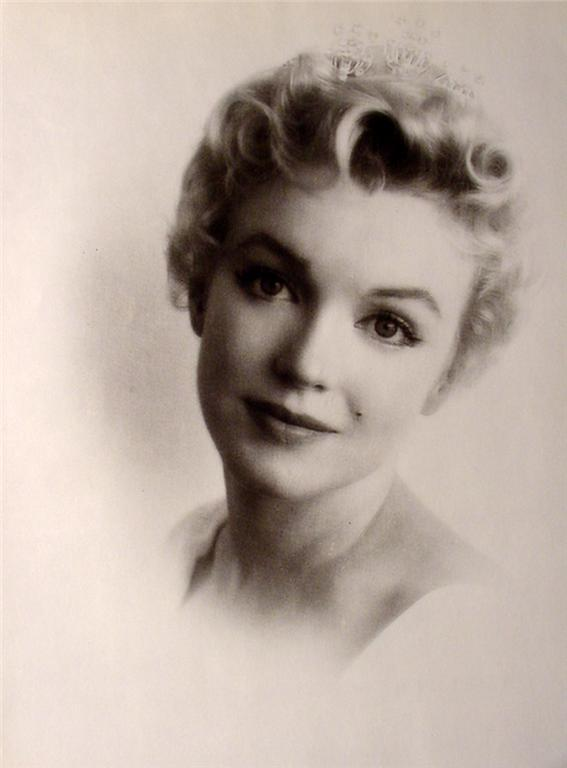 Marilyn Monroe Vintage Pinup Fishnet Stockings Photo! (#2)