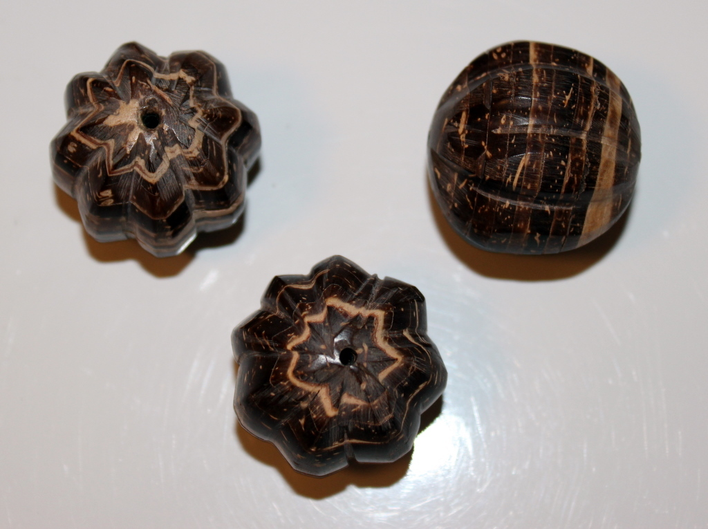 WOOD JEWELRY BEADS PACKAGE OF 3 ROUND 30 MM SCALLOPED DARK BROWN AND NATURAL