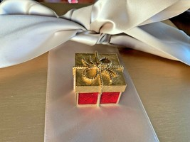 Estee Lauder Solid Perfume Compact~ Red & Gold Gift Box & Bow 2005 - $49.01