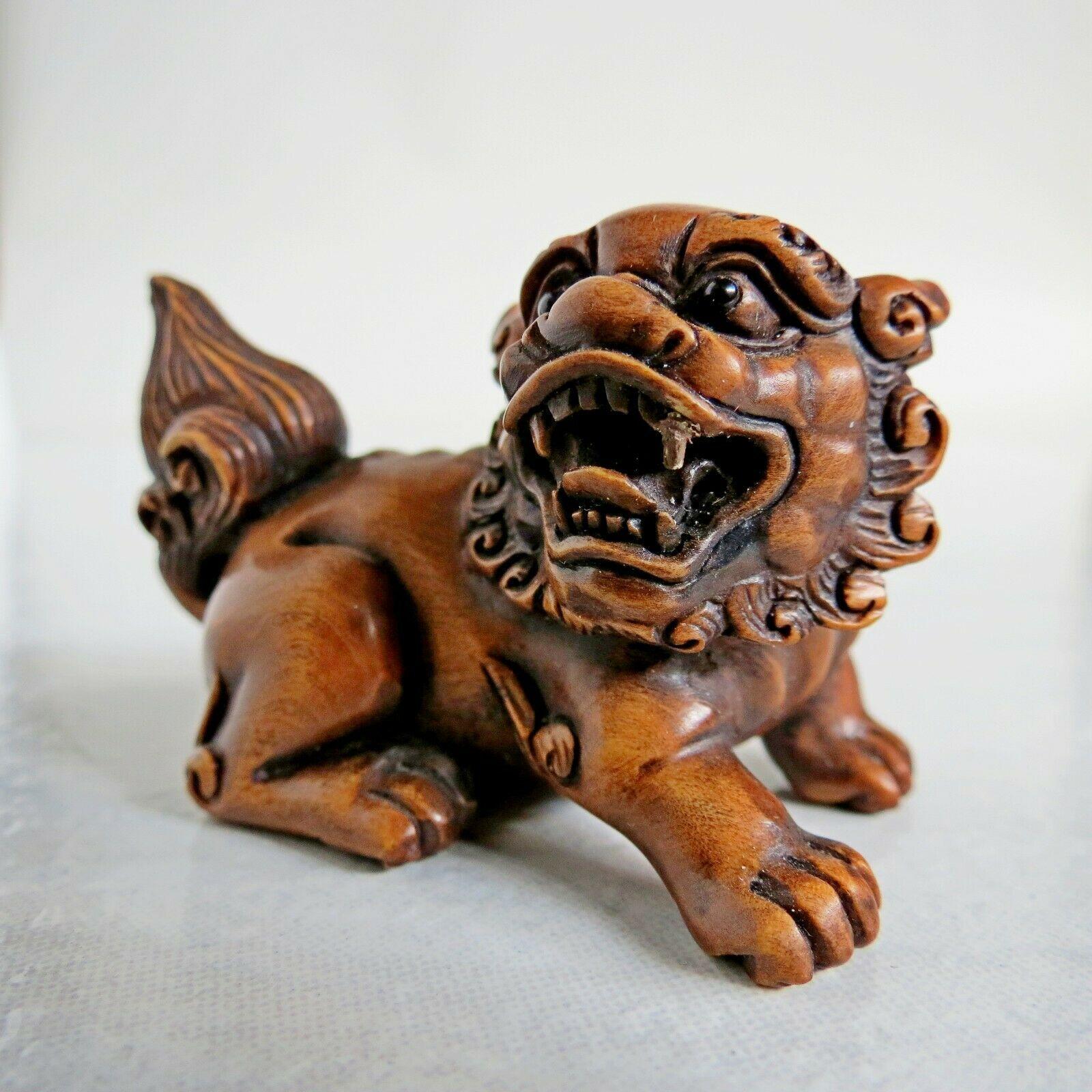 19th-20th century Japanese boxwood Netsuke Foo Dog Signed unknown onyx eye