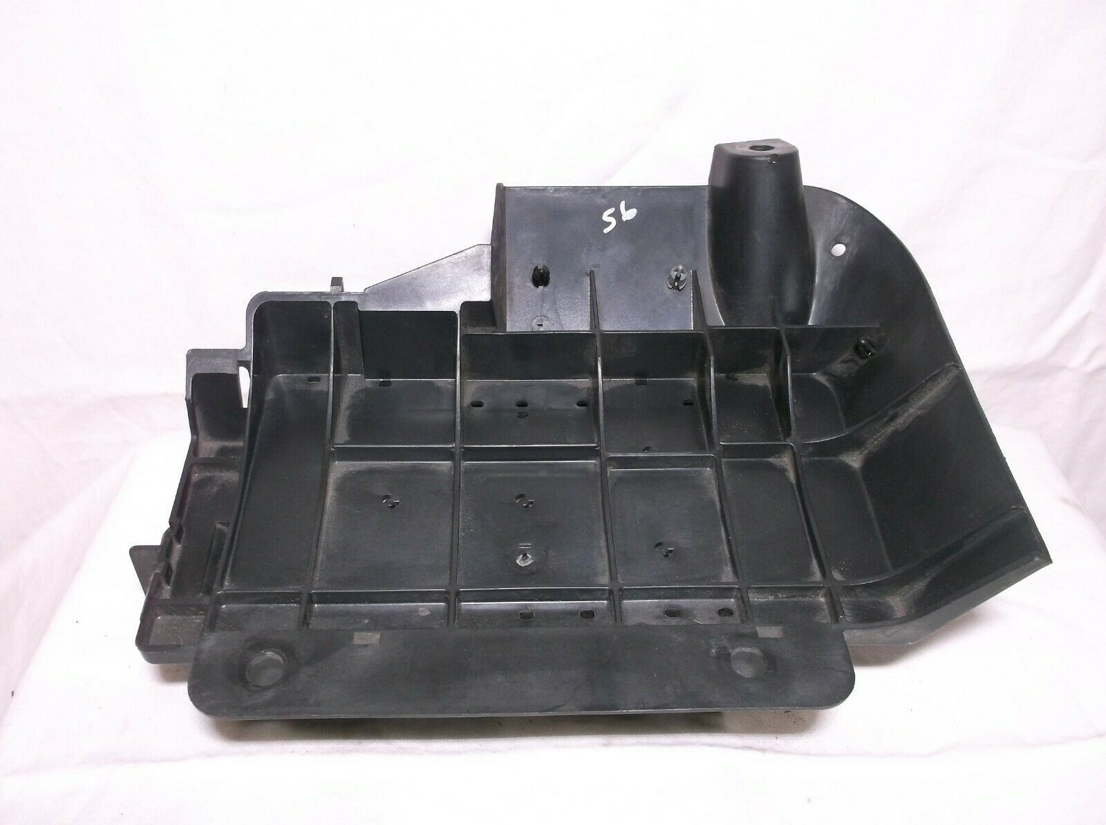 02-03 Gmc Envoy   Bravada   Trailblazer   4 2l   Fuse   Relay   Box Mounting Base