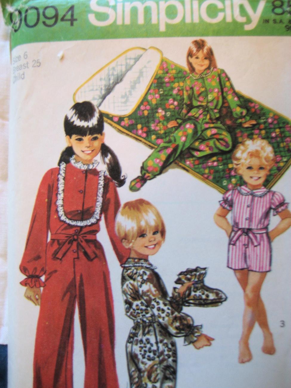 Vintage Sewing 70s Girls Size 6 PJs Sleeping Bag S90944 Simplicity New Look