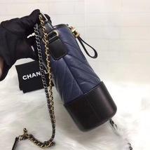 NEW AUTHENTIC CHANEL 2019 Navy Black Chevron Calfskin Medium Gabrielle Hobo Bag  image 3