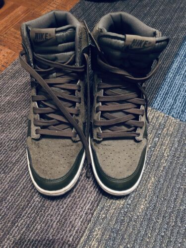 NIKE Women's Dunk Sky Hi Size 9  Green High Top Suede Wedge Swoosh Sneakers