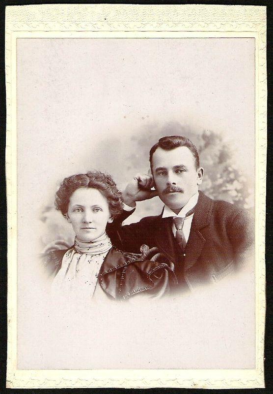 FASHIONABLE ATTRACTIVE YOUNG COUPLE ANTIQUE UNIQUE CABINET CARD PHOTO