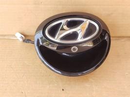 12-16 Hyundai Veloster Rear Hatch Backup Assist Camera Handle Tailgate Emblem image 1