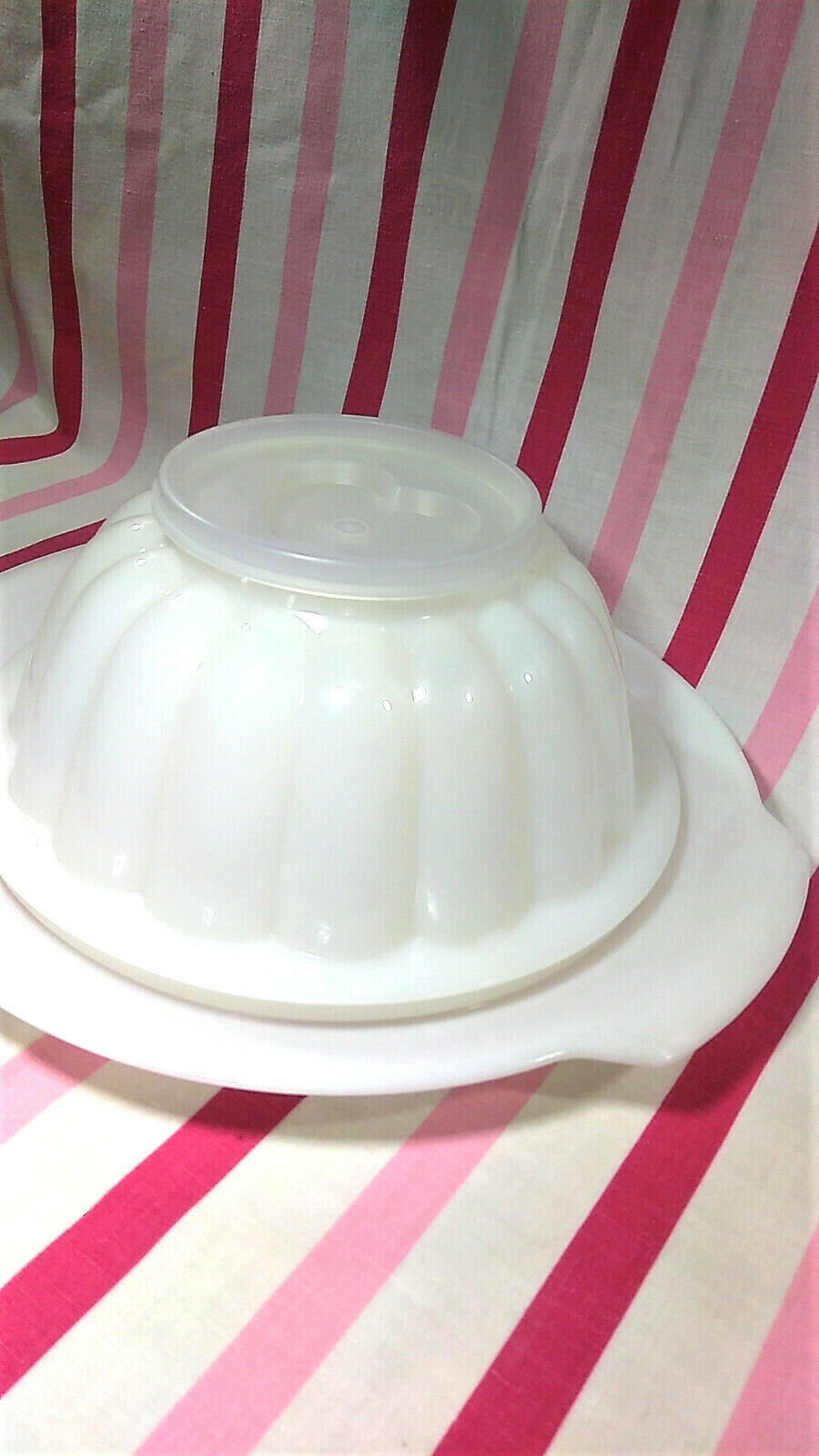 FUN Vintage Tupperware Jel-N-Serve Mold With White Tray and Heart Design Top image 3