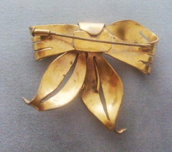 LARGE VINTAGE GOLD FILLED BOW BROOCH PIN