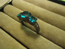 STYLISH 3 STONE RING   **SIZE 8.5**    (11857)   WE COMBINE SHIPPING - $3.75