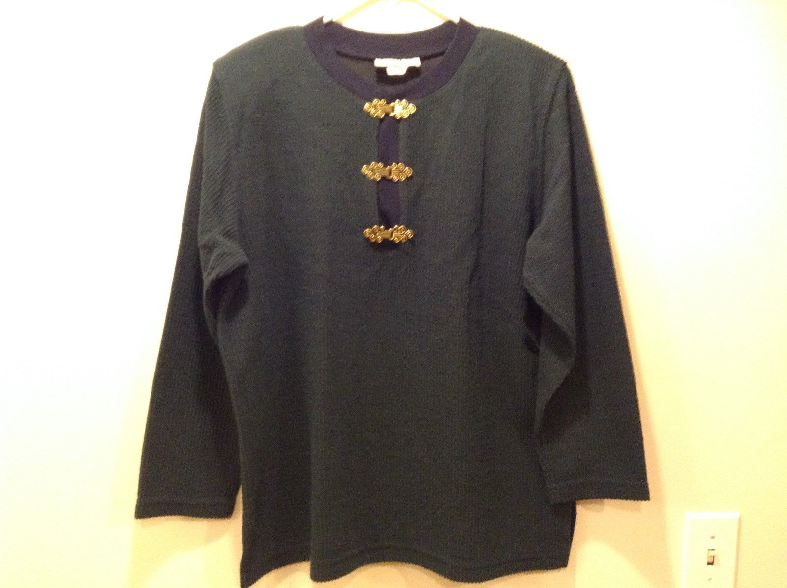Eccobay Classic V-Neck Pullover Blue/Green Sweater w Gold Clasps Sz L