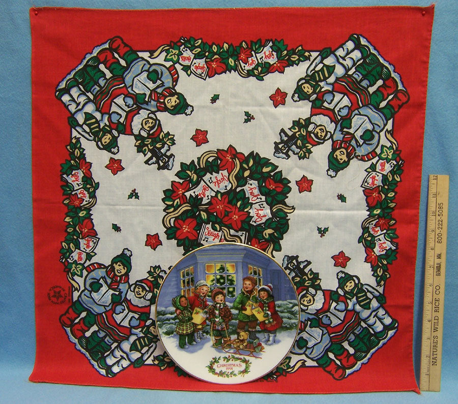 1991 Christmas Avon Plate Perfect Harmony Carolers 22 K Gold w/ Bonus Scarf