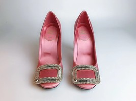 NEW AUTH Roger Vivier Pink Flower Strass Buckle Pumps Satin Heels Shoes 35.5 image 2