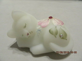 "FENTON ART GLASS 2004 OPAL SATIN ""DEWDROPS"" HP SLEEPING KITTEN FIGURINE - $35.00"