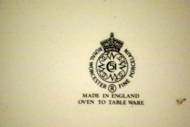 """Royal Worcester 2015 Evesham Gold Large Rimmed Soup Bowl 9"""" image 4"""