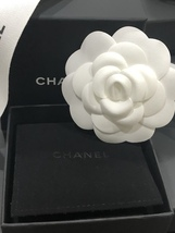 NEW 100% AUTHENTIC CHANEL LIMITED EDITION Gold Pearl CC Logo Iconic PIN BROOCH image 2