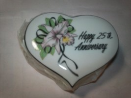 1#B   1983 Enesco 25th Anniversary Heart Shaped Ring/Trinket Box New In Box - $7.91