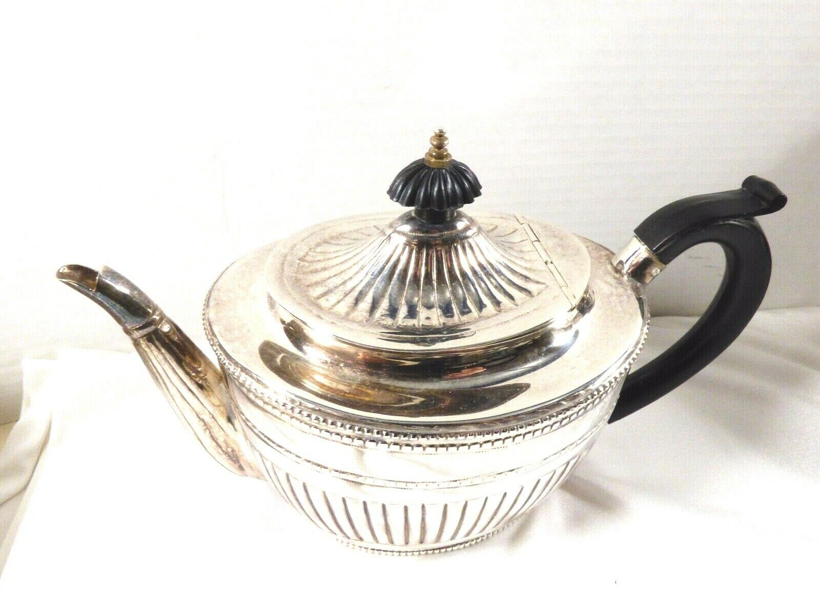 Silver plated ribbed black handle & lid tip teapot tea pot Art Deco Style