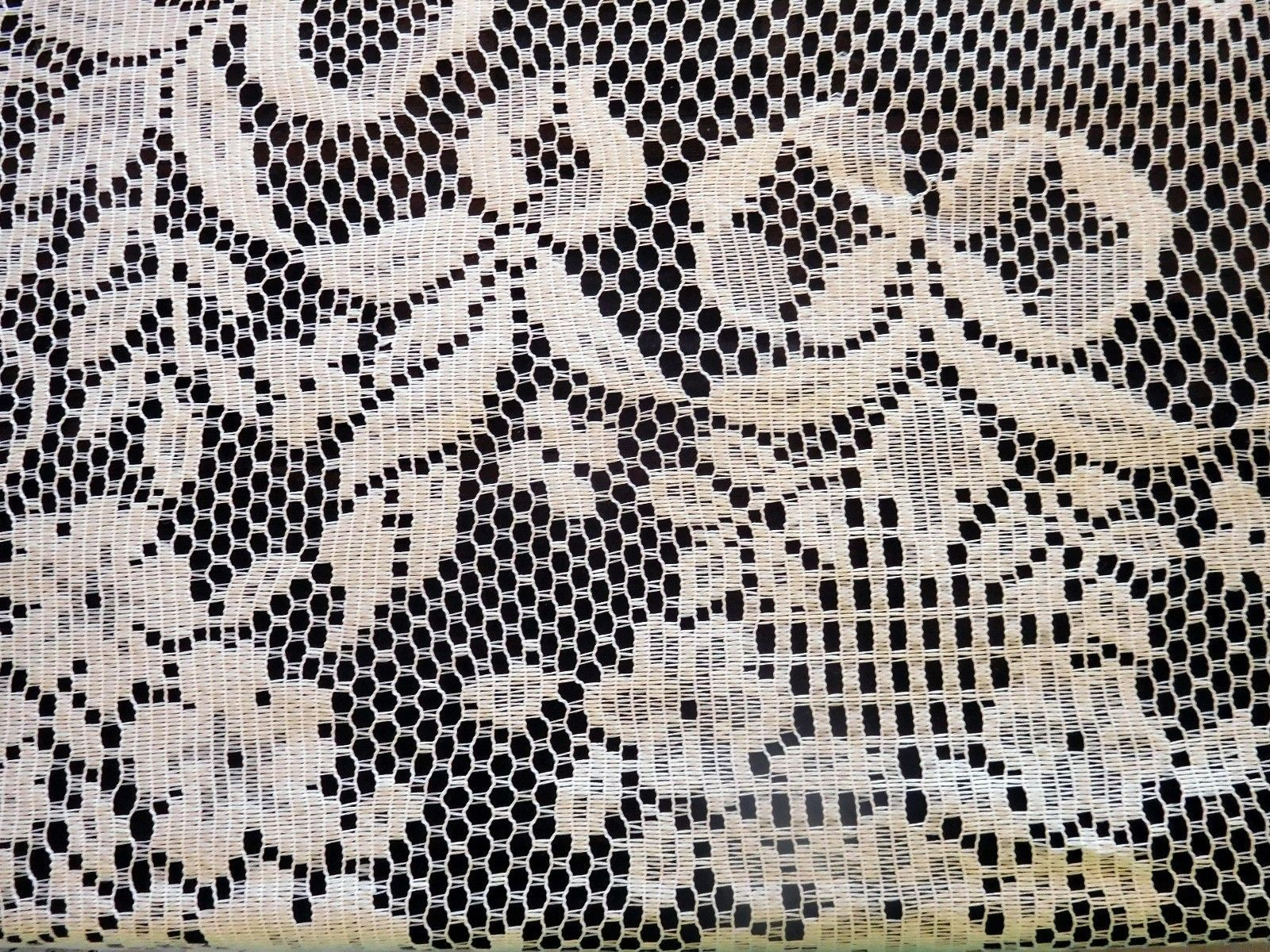 """TABLECLOTH White Cutout Lace Floral Design 71"""" X 82""""  Exc Pre-Owned (CC)"""