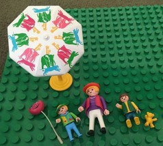 Vintage Playmobil 3634 Zoo Umbrella Mom Daughter with balloon Son with Bear - $15.79