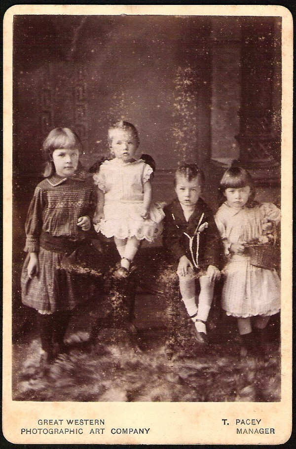 ANTIQUE UNIQUE GROUP OF FOUR YOUNG BEAUTIFUL CHILDREN CABINET CARD PHOTO