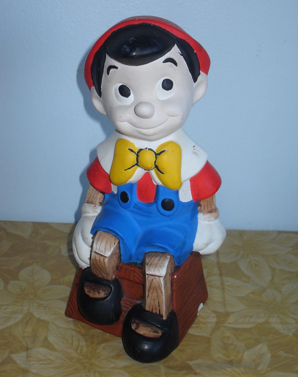 Pinoccio statue 057