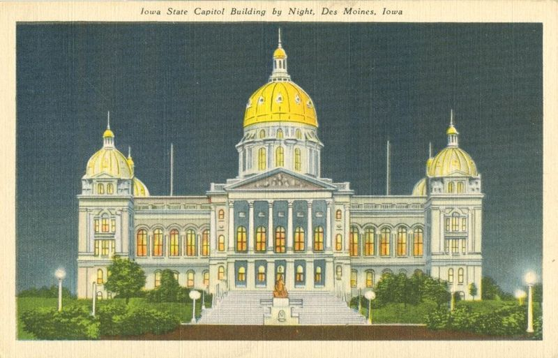 Iowa State Capitol by Night, Des Moines, Iowa, unused linen Postcard