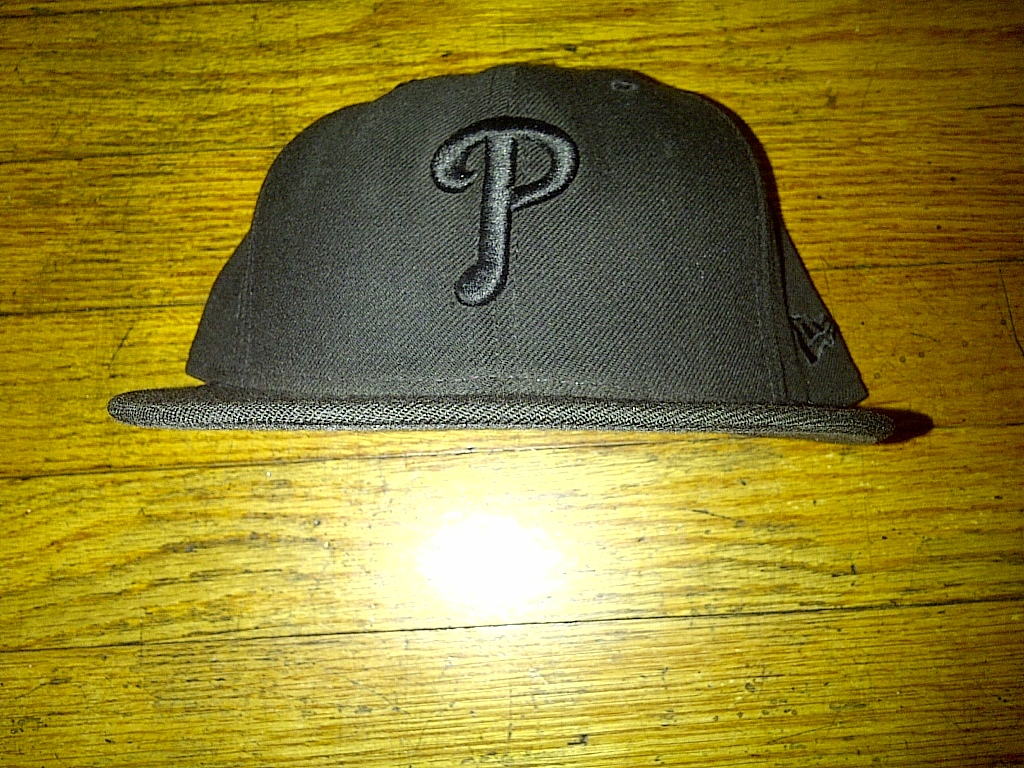 New Era 59fifty Philadelphia Phillies Philly Black Blackout Fitted Cap Hat 7-7/8