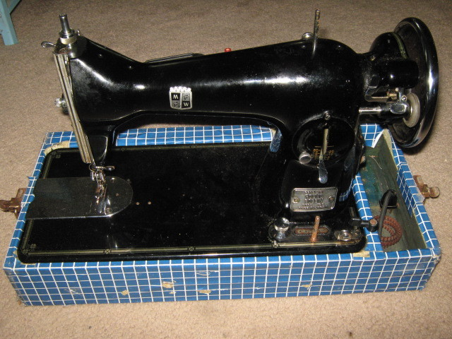 Montgomery Wards Model 188 Precision Round Bobbin Stitch Length Cover Assembly