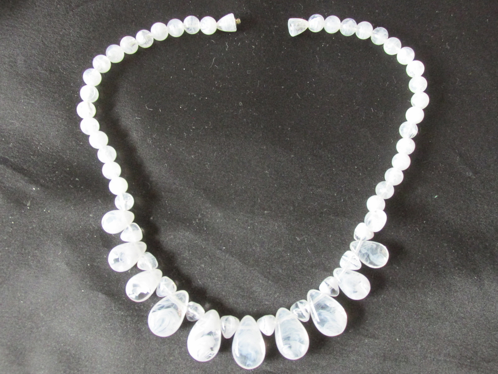 "Retro / Vintage Avon ""Soft Sophisticate"" Necklace - 1989"