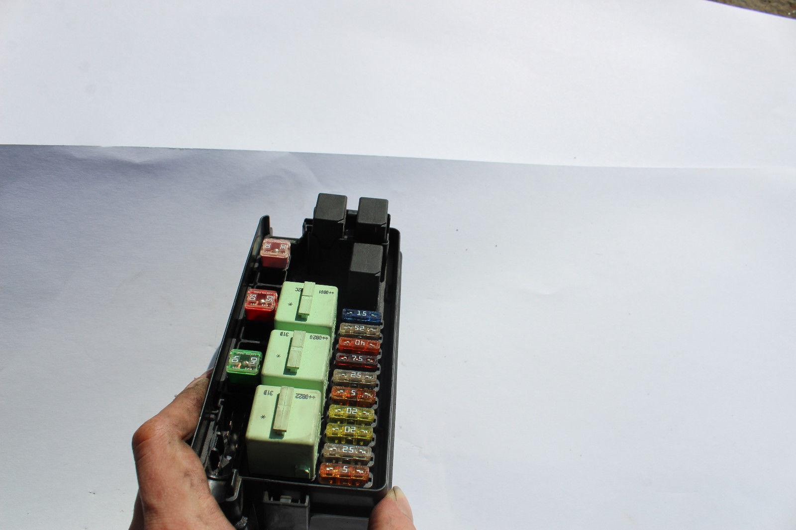 2008-2010 mini cooper engine bay fuse box r1369