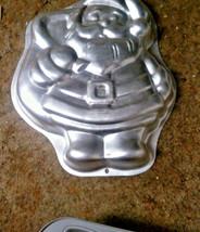 Wilton Santa  2105-9338 Cake Pan Retired Aluminum Santa's Treasures - $12.36