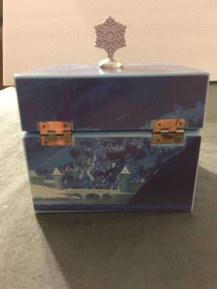 Mr. Christmas Frozen Keepsake Box Elsa and Anna with Mirror plays Let It Go