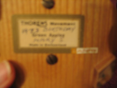 Green Apples ANRI Music Box  Swiss Thorens Movement Vintage Hand Carved Wood