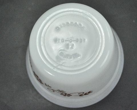 Dynaware 4 Milk white Custard Cups Brown Floral Scroll 5 Oz 1940s