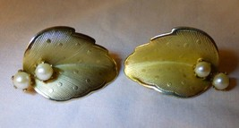 Vintage 1950s Pair Goldtone Textured Leaf Clip On Earrings Faux Pearls - $10.00