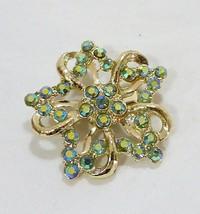Estate vintage crystal green rhinestone floral fashion brooch gold tone - $11.52