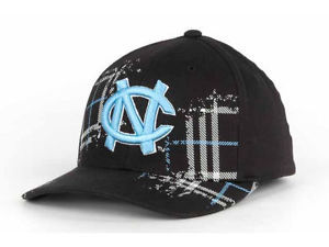 N. CAROLINA TAR HEELS NCAA CHECK'D OUT  FLEX FIT CAP/HAT M/L