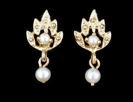 Vintage 14k Gold Peacock Pearl Dainty Minimalist Dangle Drop Earrings - $170.99