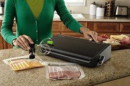 FoodSaver FM2100 Manual Vacuum Sealing System for Food Preservation image 3