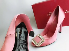 NEW AUTH Roger Vivier Pink Flower Strass Buckle Pumps Satin Heels Shoes 35.5 image 4