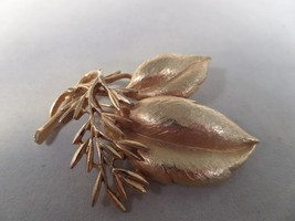Sarah Coventry Gold Tone Sea Whispers Brooch M1 - $7.91