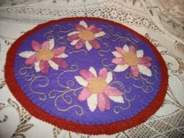 VINTAGE FELT APPLIQUE FLORAL DOILY SHABBY UNUSUAL COTTAGE CHIC HANDMADE   - $23.74