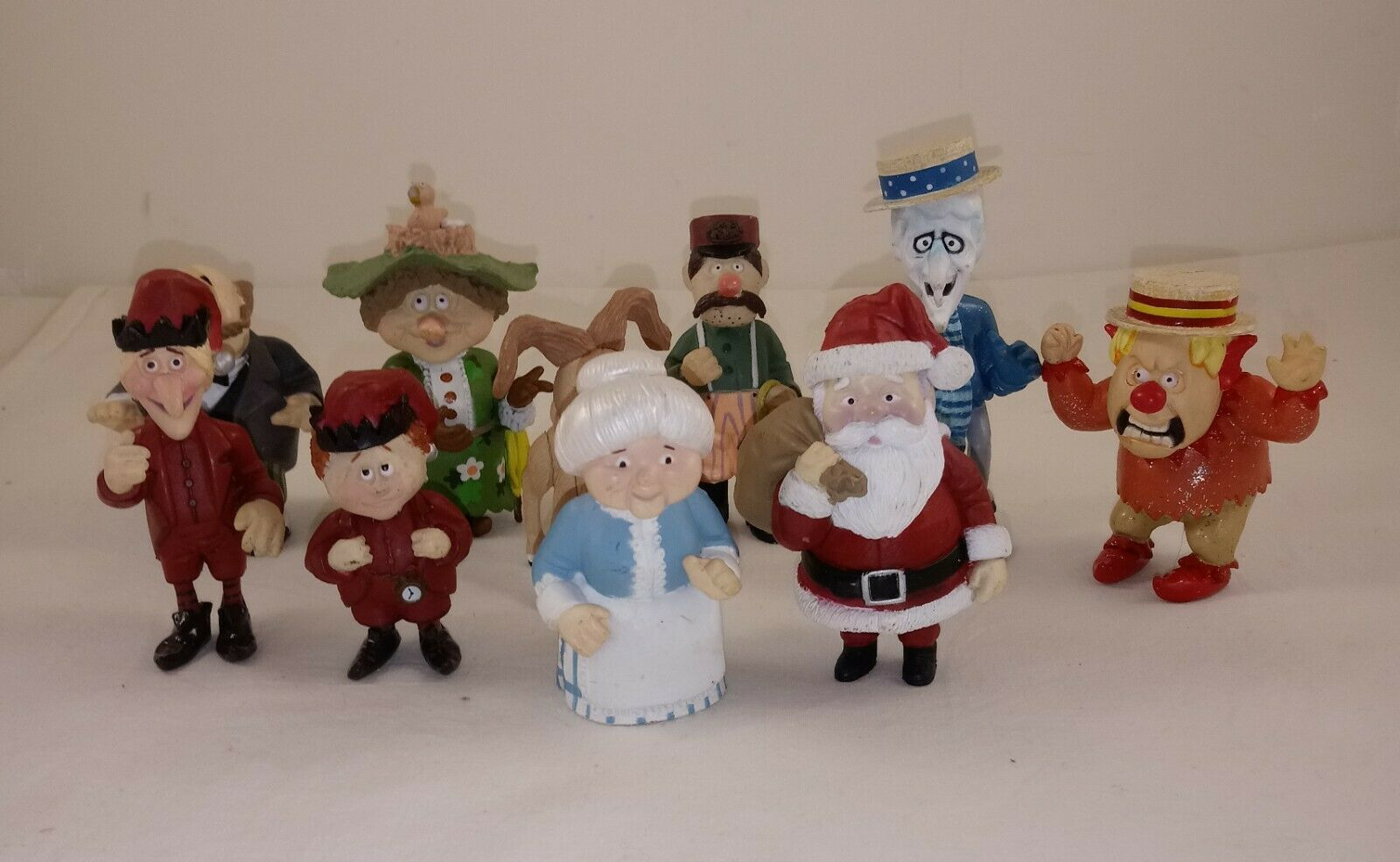 2006 Neca The Year Without A Santa Claus Loose Figurines 10 Pieces - $178.19