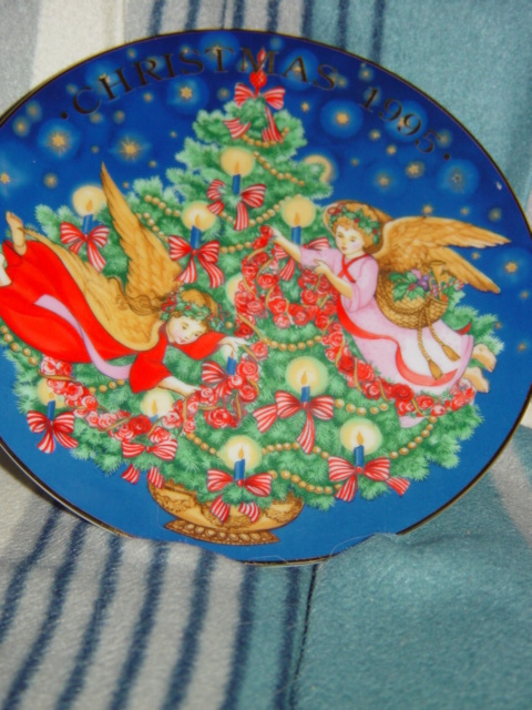 Avon Christmas 1995 Trimming The tree Porcelain Trimmed n 22K Gold Plate