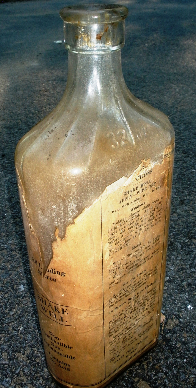 Lustrum Mfg. Co. Famous 32 Oz. Window Glass & Metal Cleaner Bottle with Label