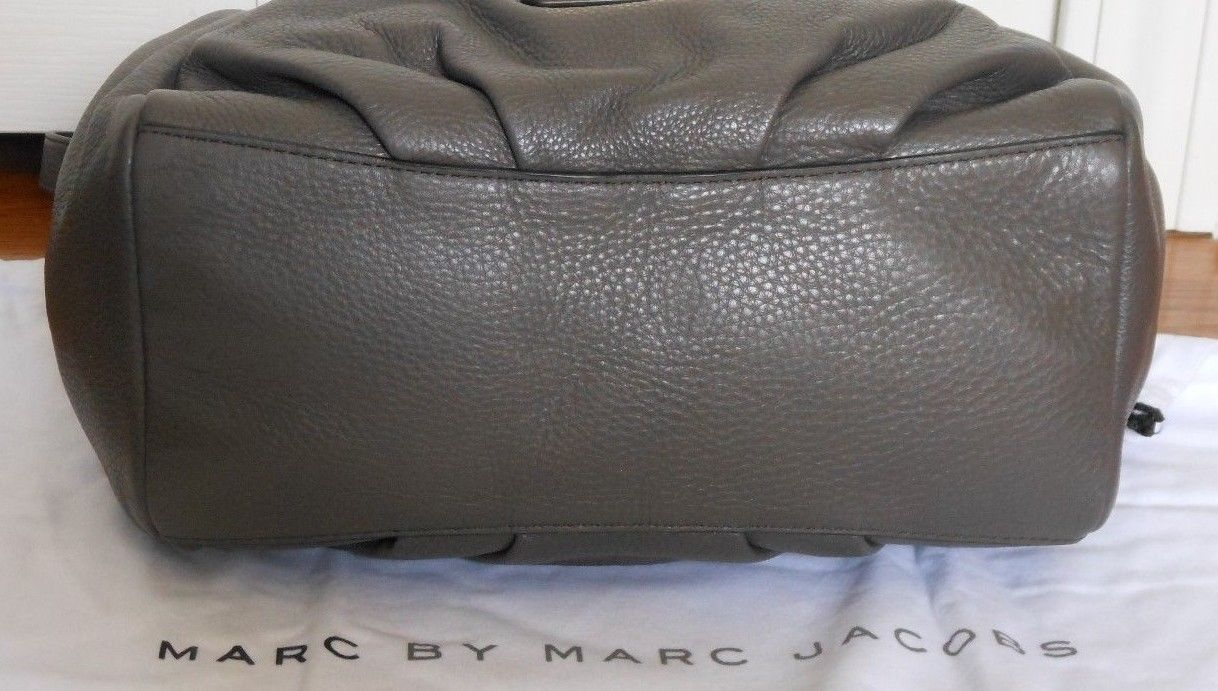 MARC JACOBS 2 PC NEW Q FRAN GREY ITALIAN LEATHER SHOULDER BAG & WRISTLET SET*NWT