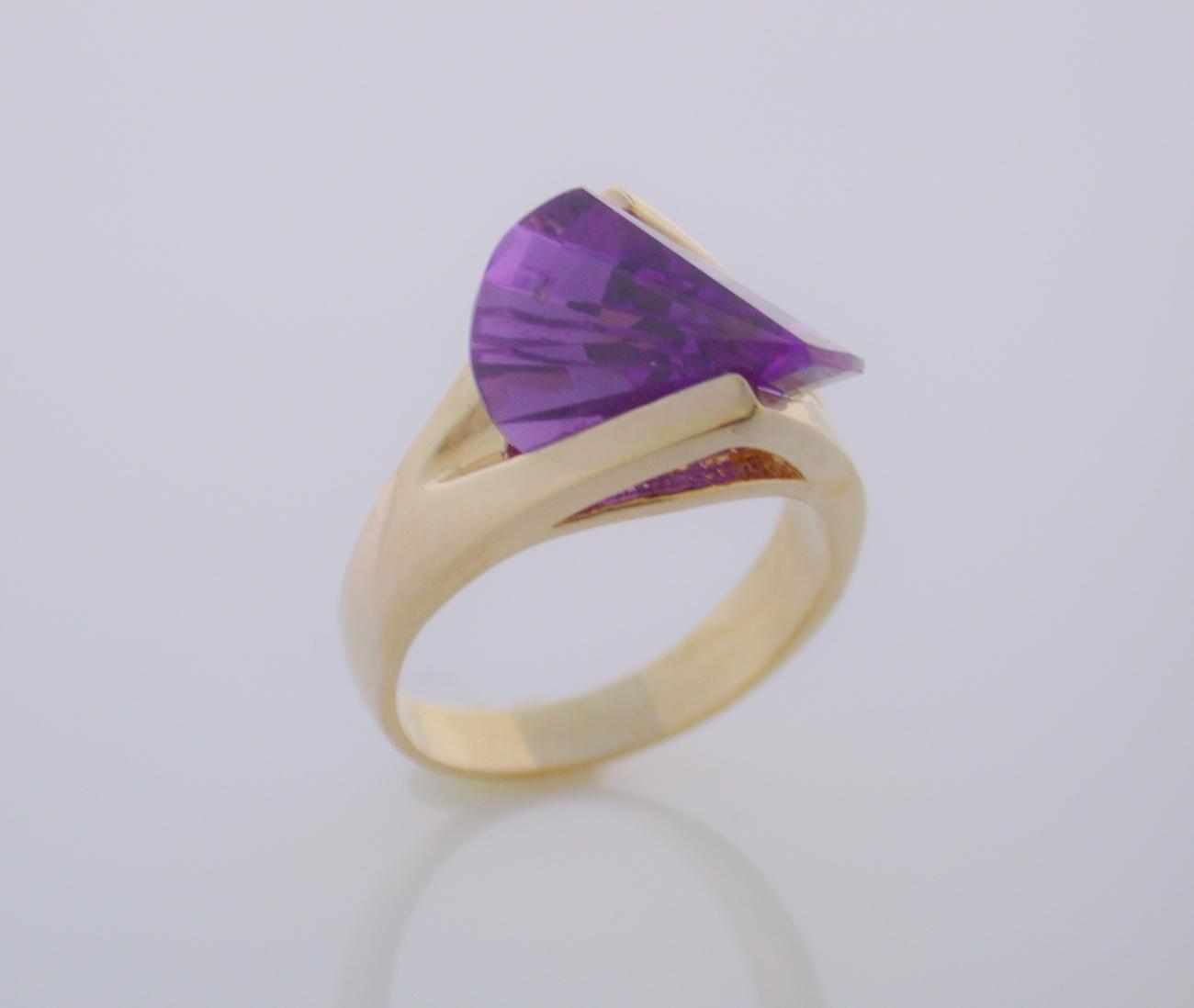 Alexandrite Laser Cut  Ladies Fashion Ring Size 7