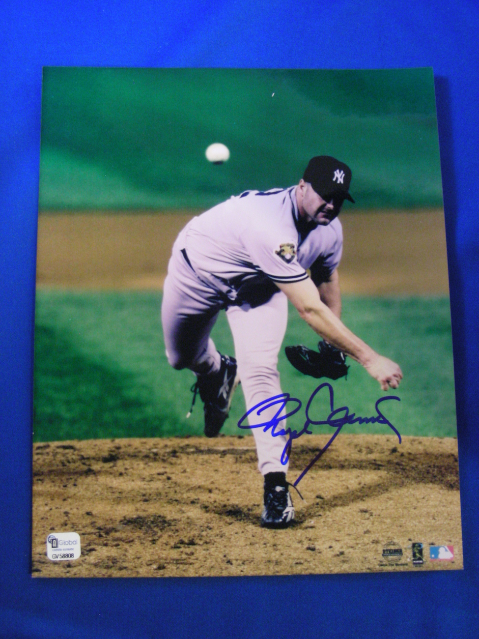 "ROGER CLEMENS  ""ROCKET"" NEW YORK YANKEES WSC & CY YOUNG SIGNED AUTO 8X10 GLOBAL"