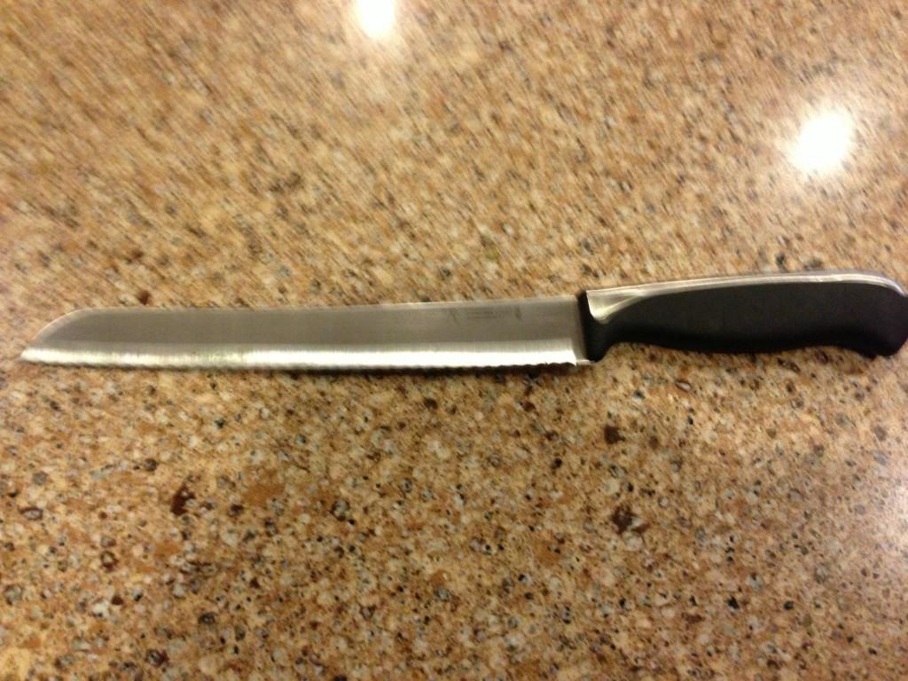 j a henckels int 39 l everedge plus 15526 200 8 bread knife kitchen steak knives. Black Bedroom Furniture Sets. Home Design Ideas